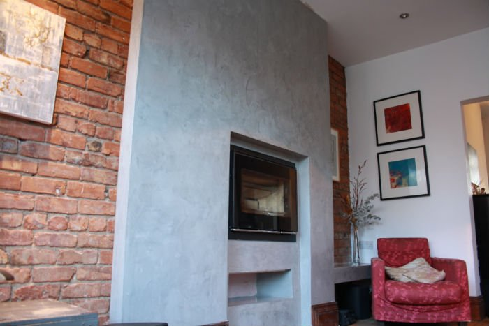 venetian plastery brick wall with fireplace