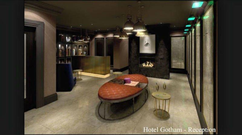 venetian plastery minimalist chrome room