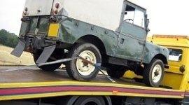 campagnola su carroattrezzi, auto d'epoca, trasporto autoveicolo