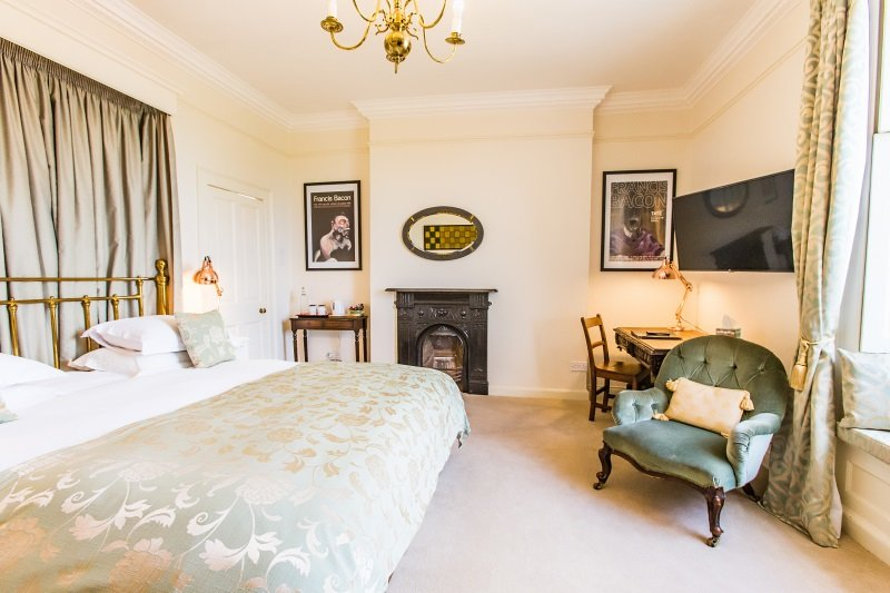 B&B Double Room Accommodation Chipping Sodbury, Bristol