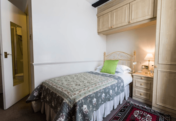 Bed & Breakfast Single Room Guest Accommodation Chipping Sodbury, Bristol