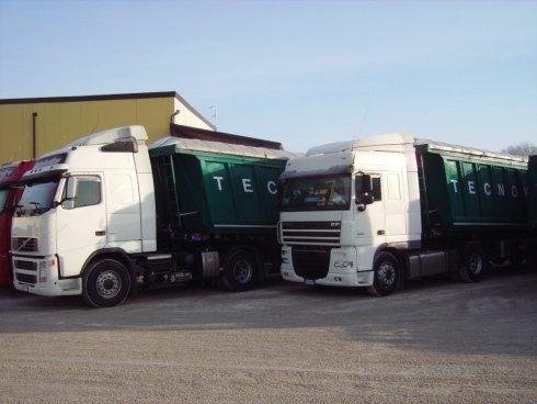 Autotreni per il trasporto di laminati, metalli e rottami vari.