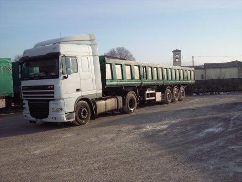 Semirimorchi bilaterali per trasporto tondini.