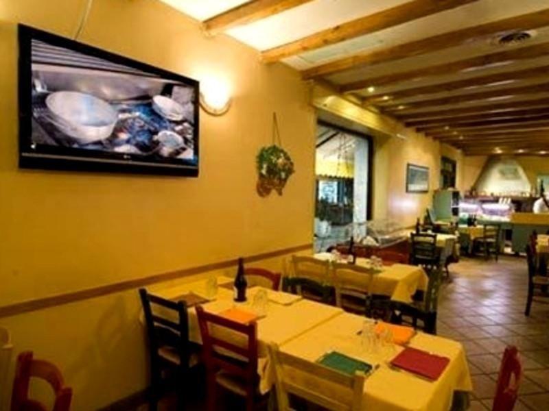 ristorante con tv