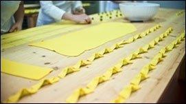 preparazione sfoglia di pasta