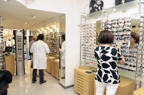 Il negozio di ottica è rinomato per la vendita dei migliori occhiali da sole.