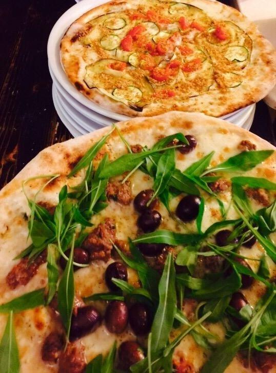 pizza bianca con rucola e olive