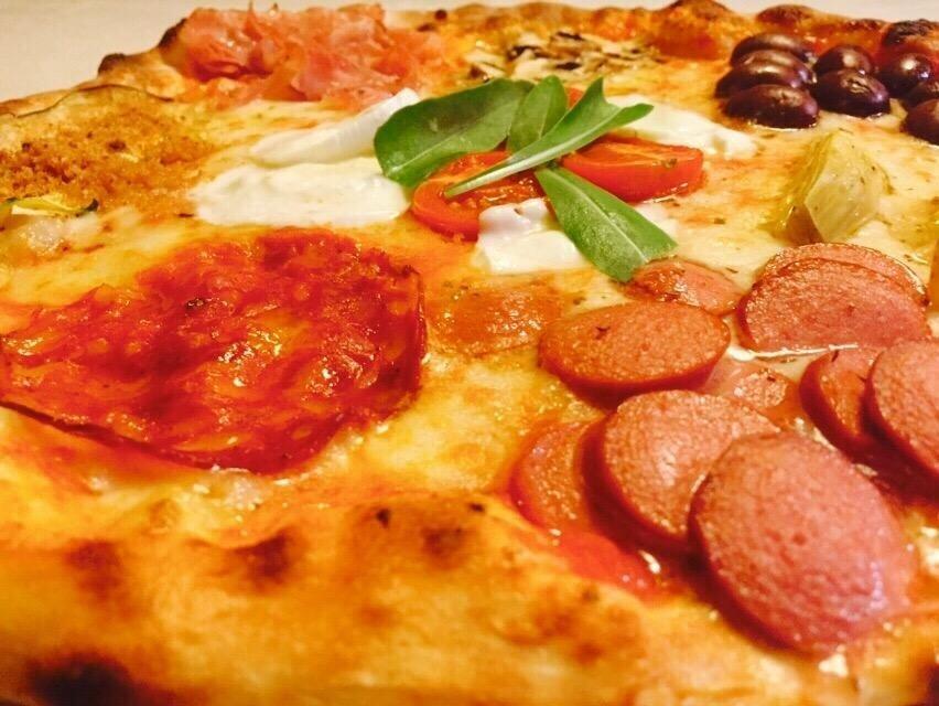 pizza con affettati