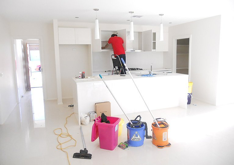 cleaning kitchen at end of lease