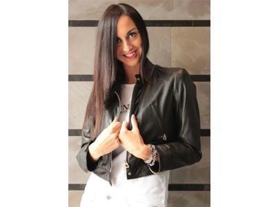 giacca in pelle colore scuro