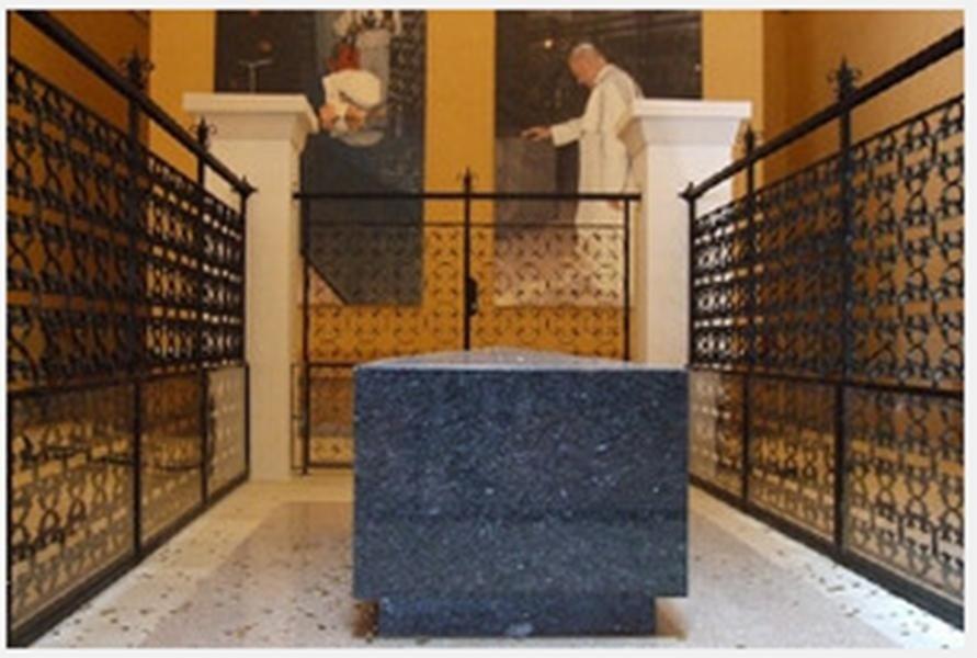 teca in vetro, tomba di Padre Pio