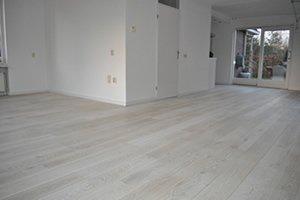 Eiken vloer wit: wit geschuurde vloer dutzfloors. brede eiken