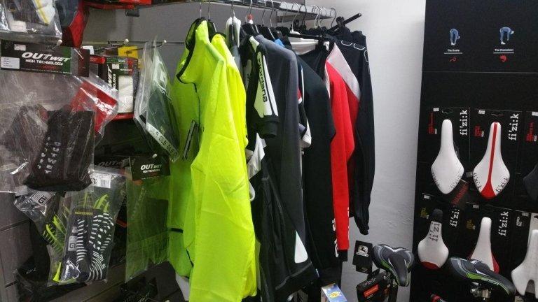 abbigliamento e accessori per ciclismo