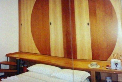 testiera letto: pannello decorativo in legno