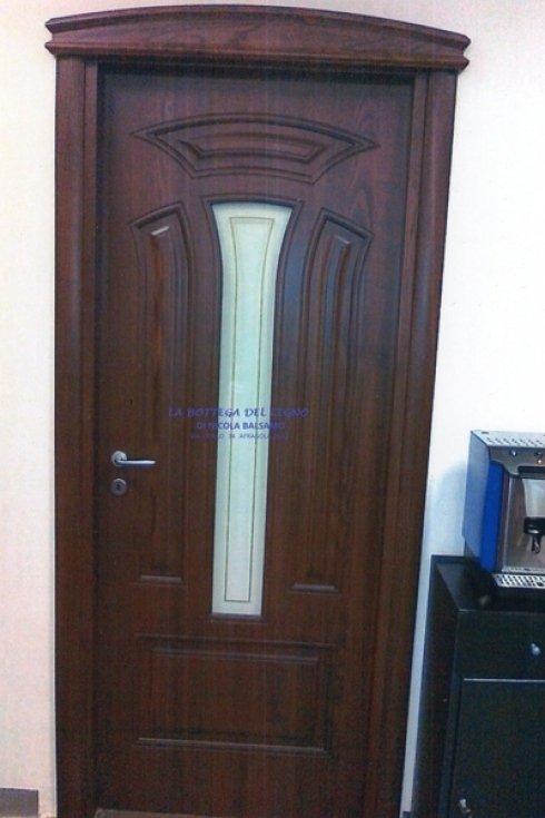 porta in legno stile classico