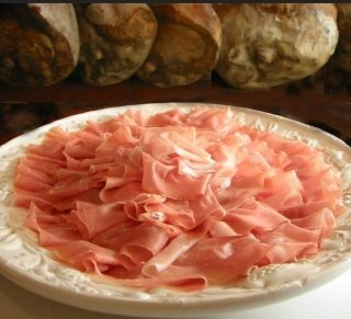 prosciutto nel piatto
