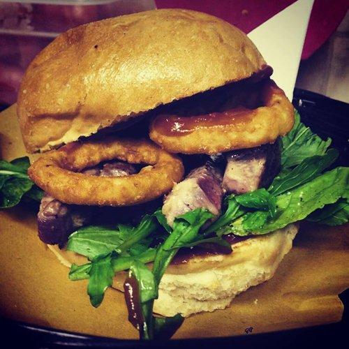 hamburger con anelli fritti