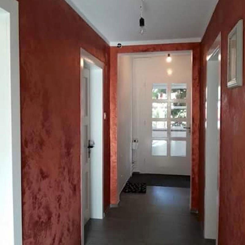 Tavola di architetto da un angolo superiore dove è il piano di una casa