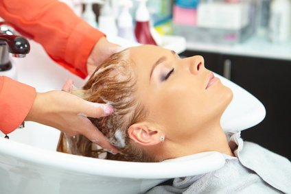 Salon Attitude Coiffure Rueil Malmaison shampoing femme et homme