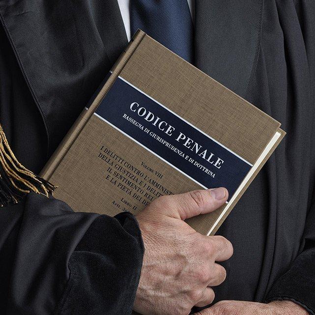 giudice con codice penale