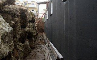 muro contro terra