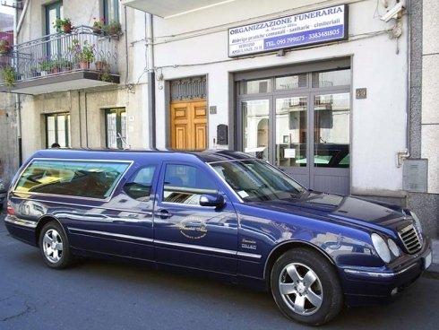 Agenzia per la fornitura di servizi professionali destinati alla organizzazione di funerali.