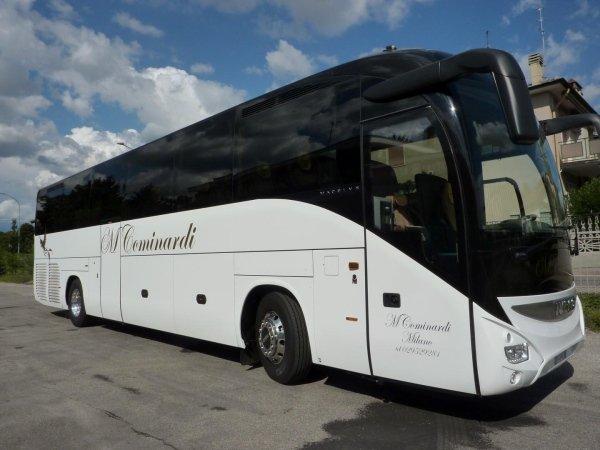 noleggio bus aziendale