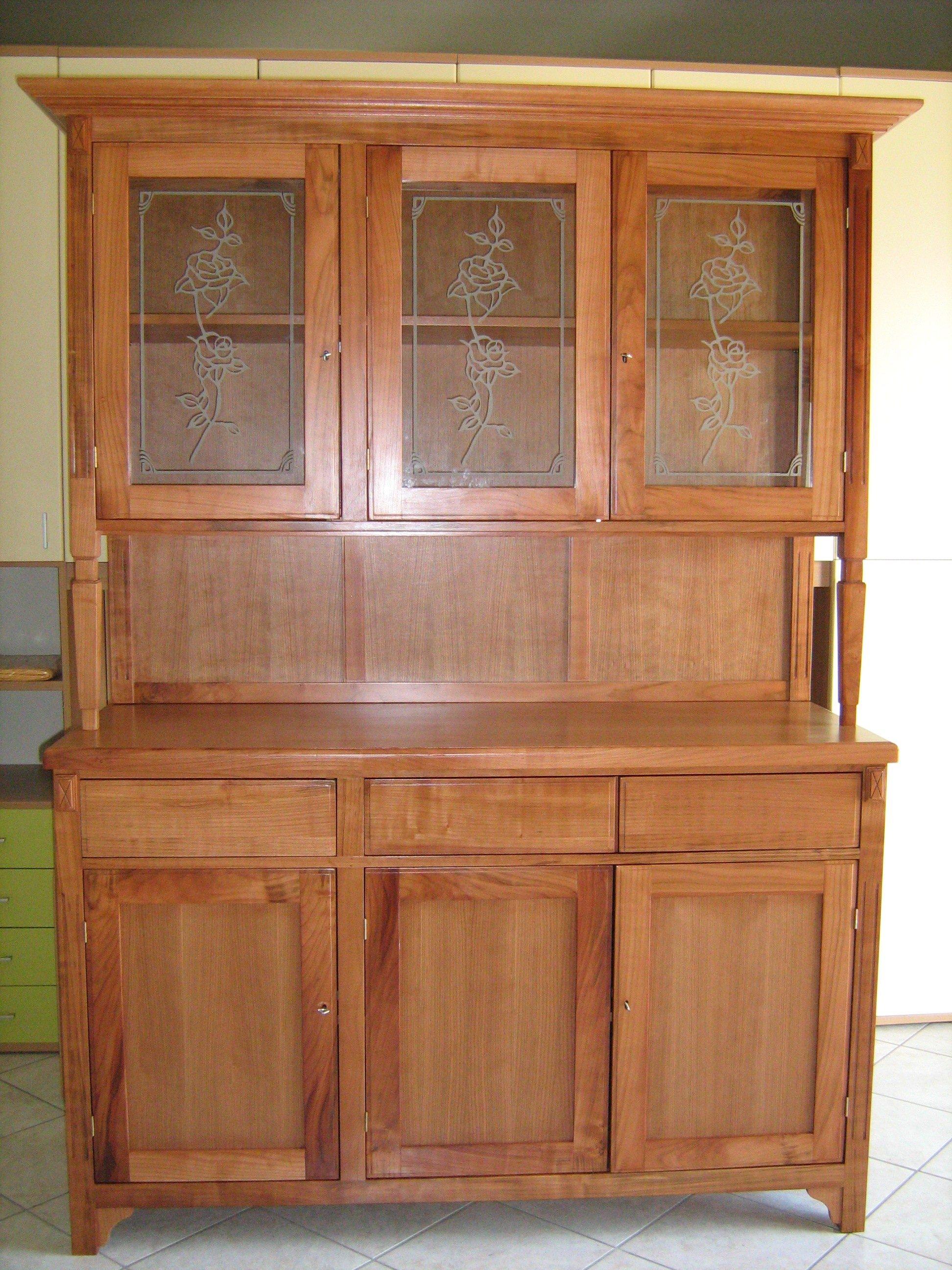 Mobile in legno antico in due colori, cassetti superiore, armadio, tre cassetti inferiori