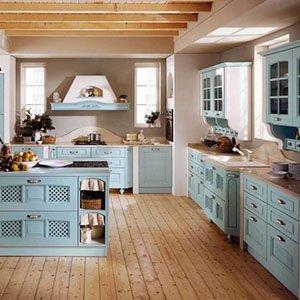 una cucina classico in legno di color azzurro