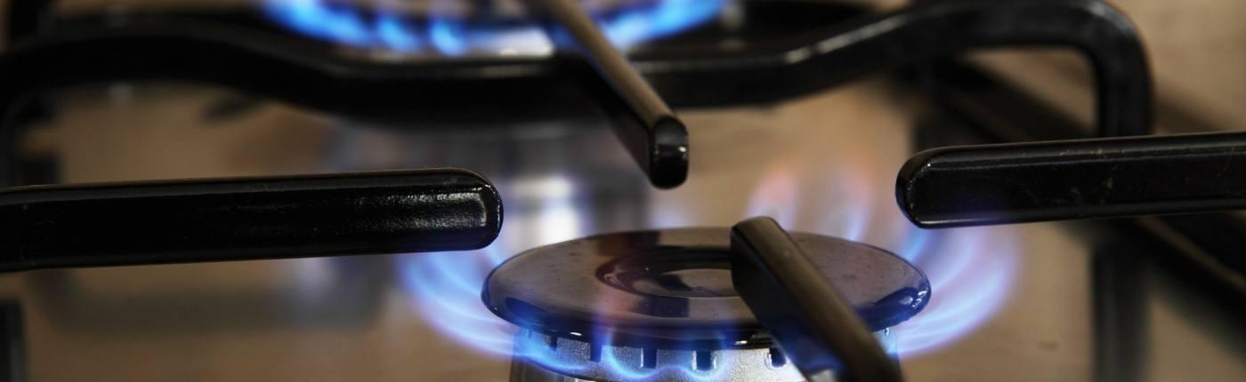 dettaglio fornello da cucina con fiamma