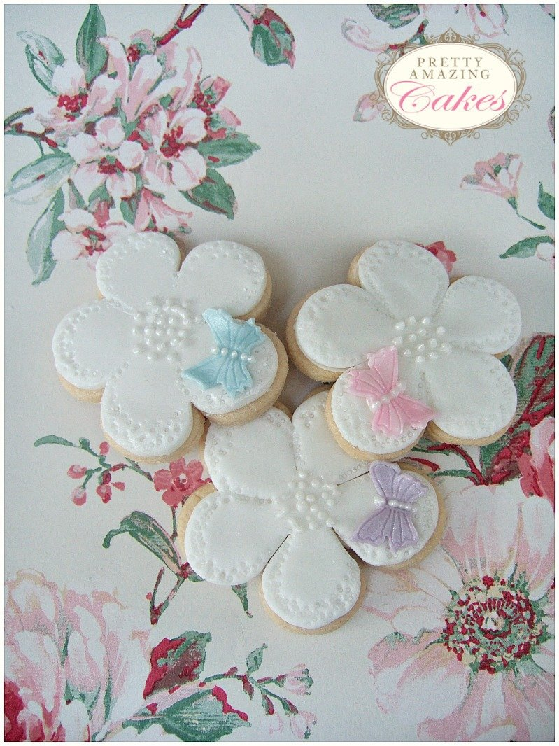 Cookie Wedding table Favours Bristol by Pretty Amazing Cakes