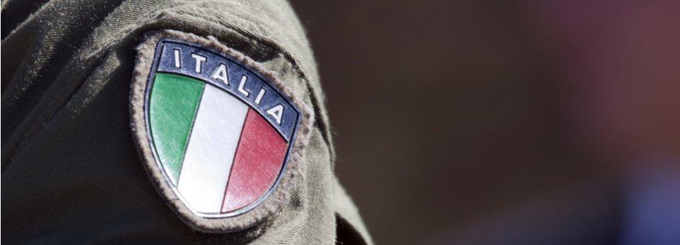 stemma dell'Italia su divisa da militare