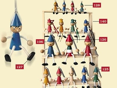 Pinocchio puppets in various sizes
