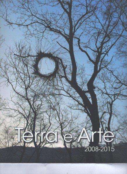 un'immagine di un albero spoglio e la scritta Terra E Arte 2008-2015