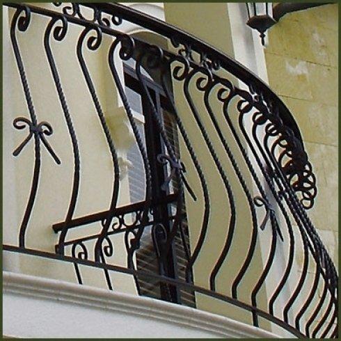 balconate e ringhiere in metallo