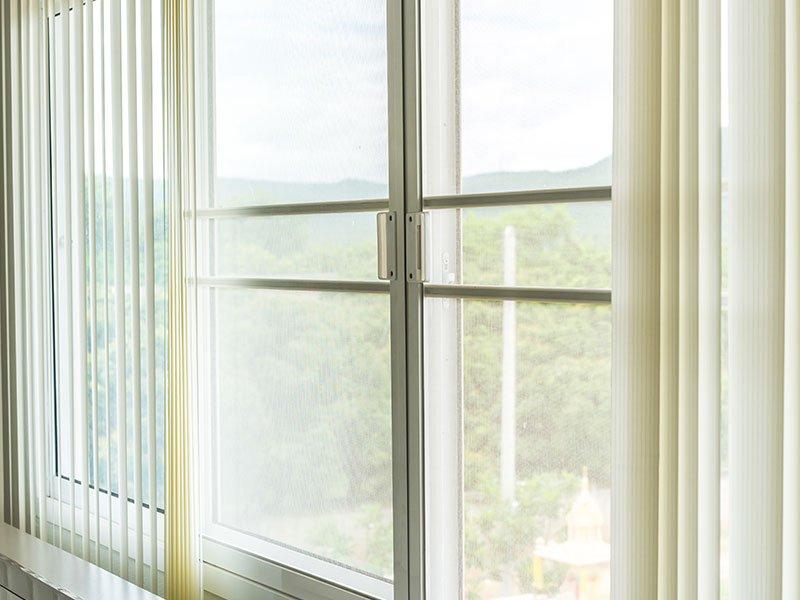 Maniglia rettangolare di PVC bianco per recinzione di metallo