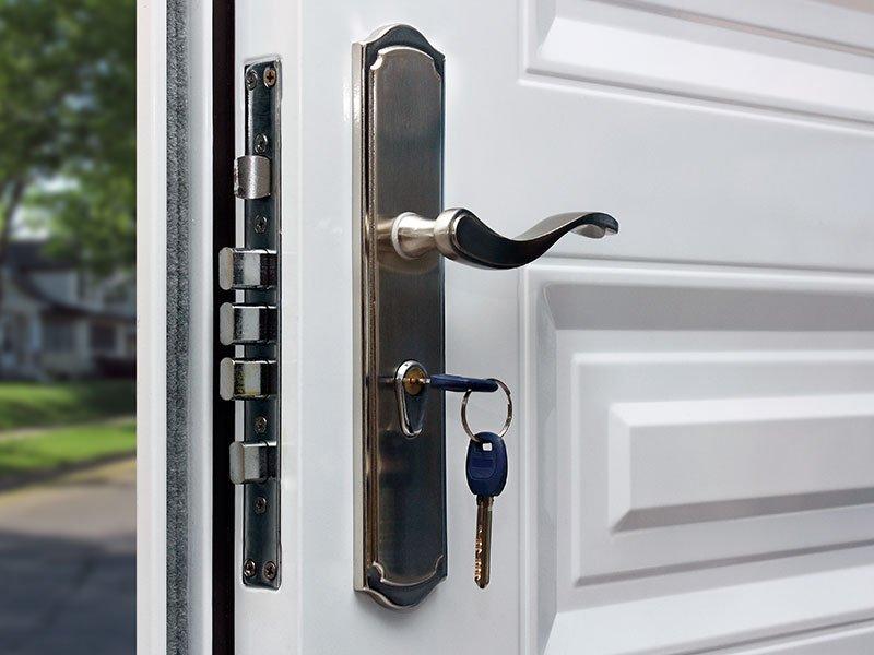 Elegante serratura di sicurezza con cinque punti di ancoraggio