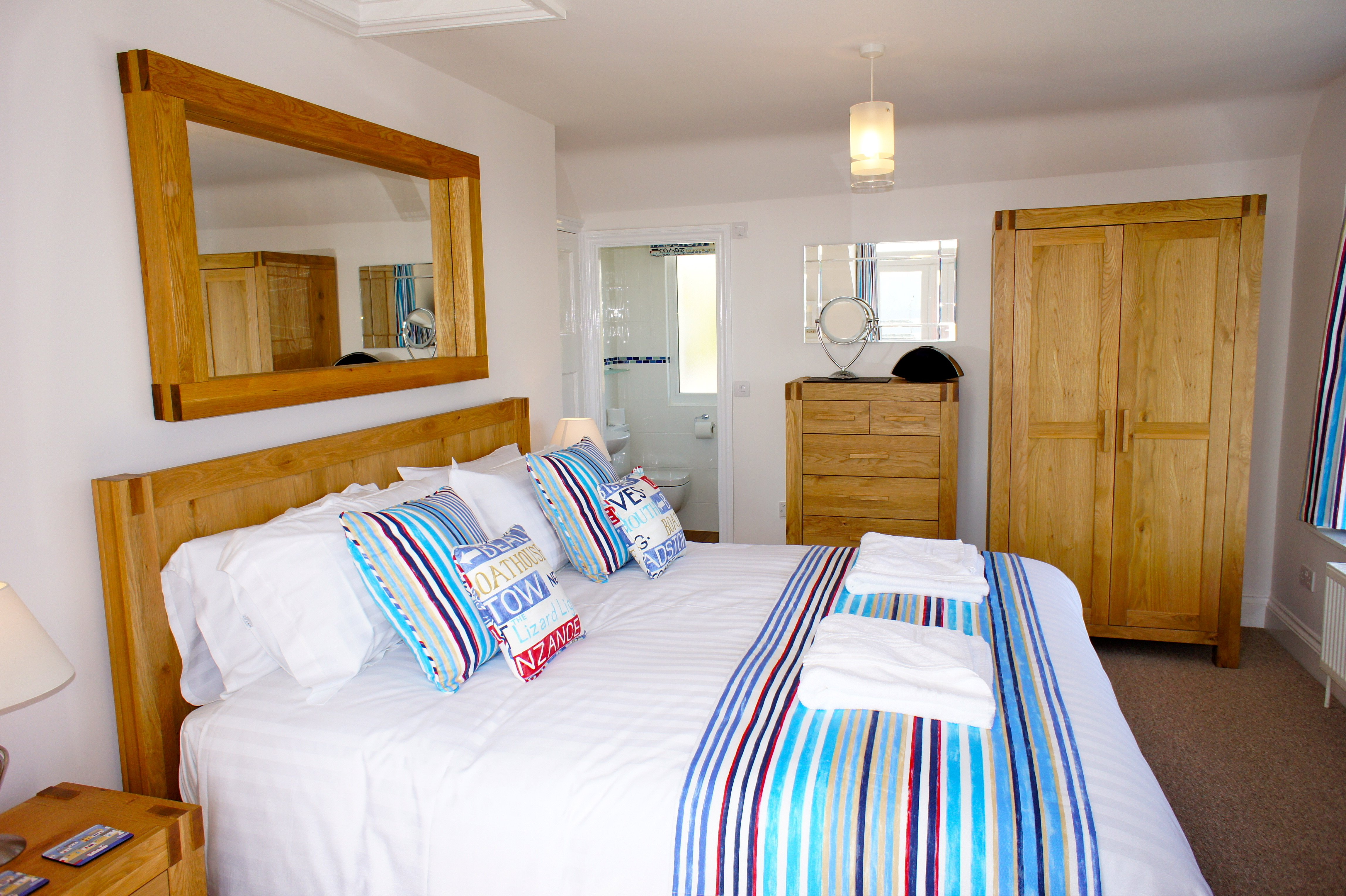 Deep Blue Shore Looe Cornwall - Master Bedroom