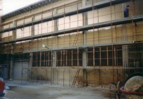 Consolidamento di cornicioni travi e pilastri durante i lavori di ripristino del prospetto