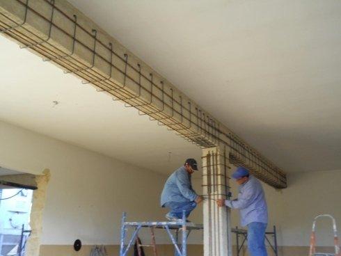Lavori di rinforzo strutturale di travi e pilastri con applicazione di armatura supplementare e malta fribbrorinforzata