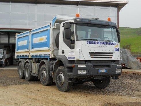 Automezzo aziendale per il servizio di trasporto rifiuti