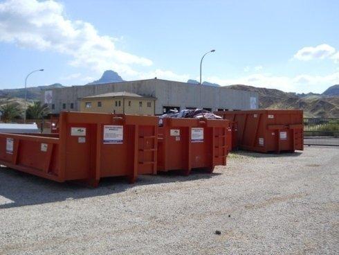 Casse scarrabili per il trasporto e lo stoccaggio dei rifiuti