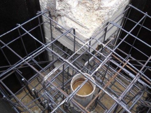 Consolidamento esterno con micropali e plinti di ancoraggio alle vecchie fondazioni