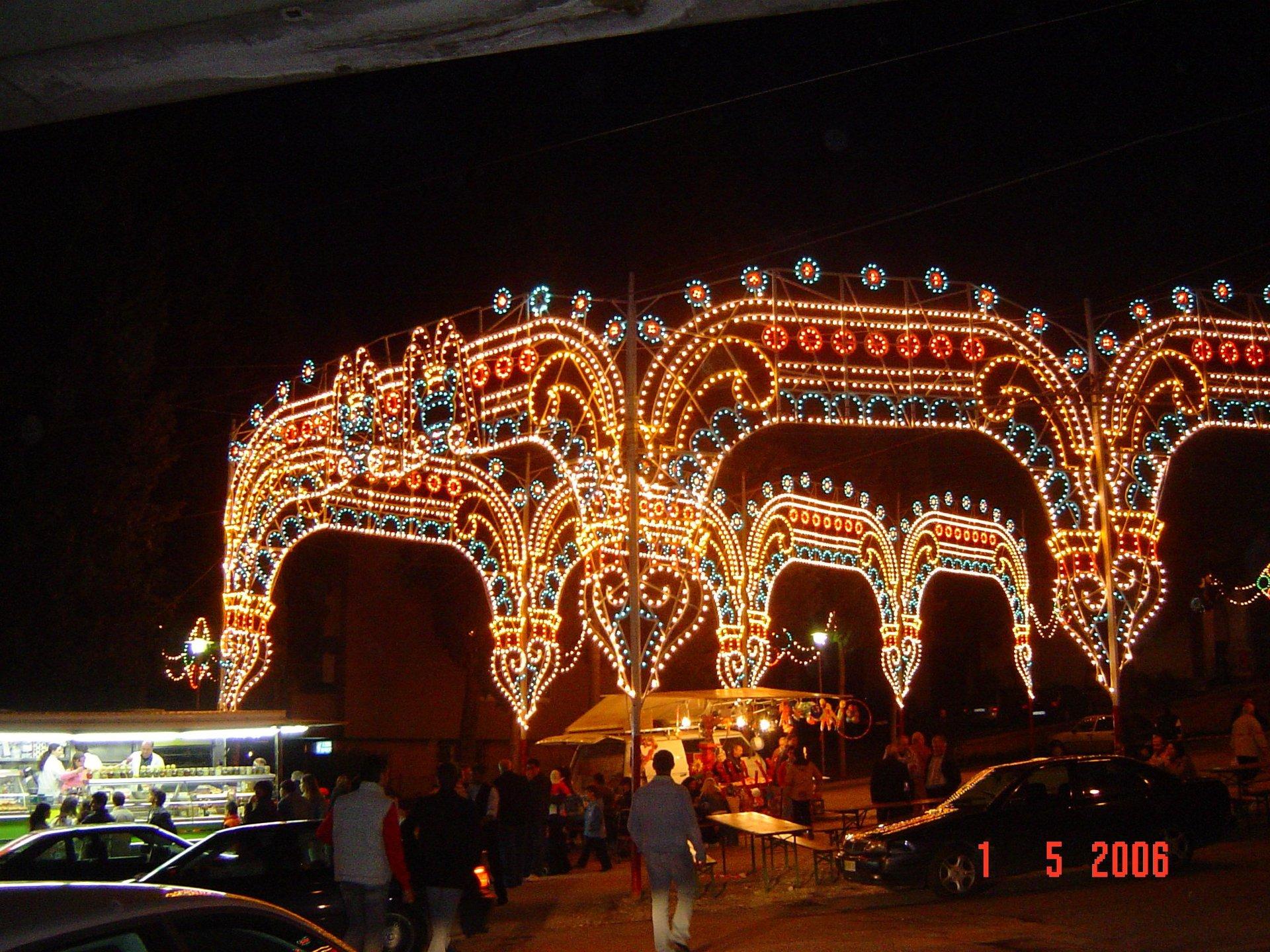 Noleggio luminarie stradali, noleggio luminarie per eventi, noleggio luminarie per eventi estivi rieti, noleggio tunnel illuminati rieti