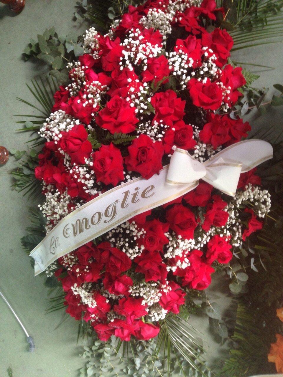 copri cassa di rose rosse