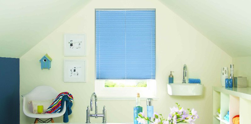 Horizontal Blue blinds in a bathroom