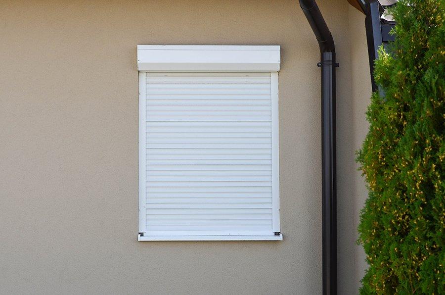 finestra bianca chiusa