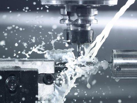 Lavorazione di metalli con macchine CNC