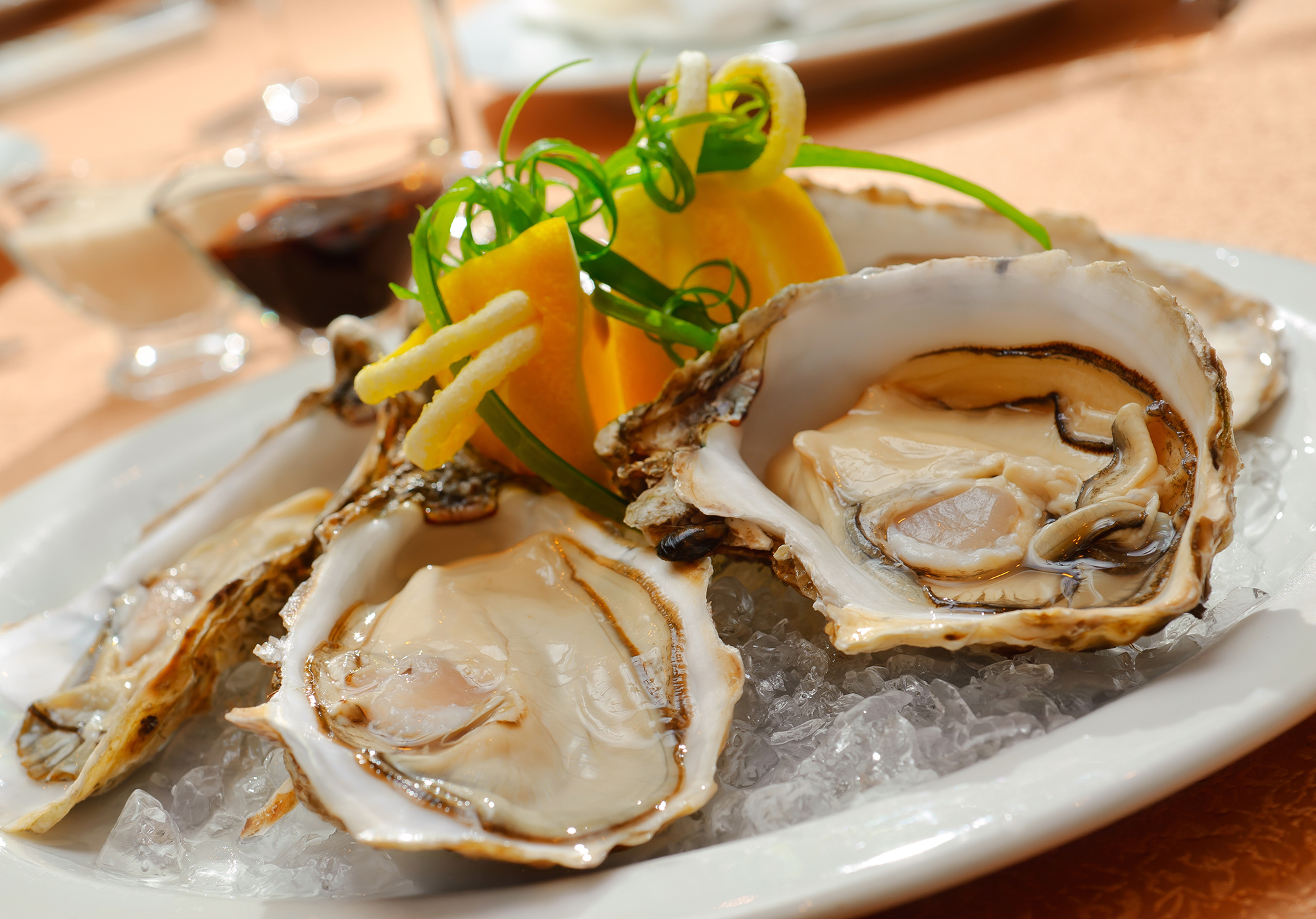 Plate of delicious premium oysters