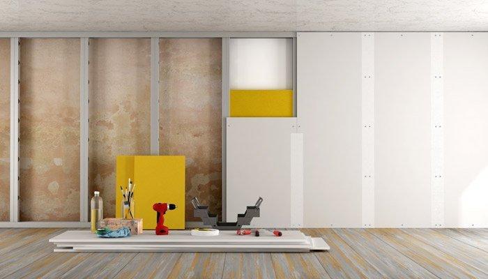 ristrutturazione di una vecchia casa con pannelli in cartongesso e materiali isolanti